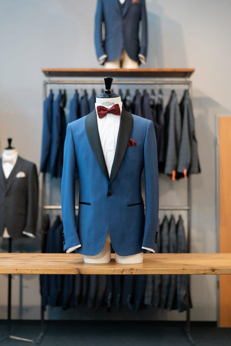 Bernd | Blauer Anzug mit schwarzem Revers