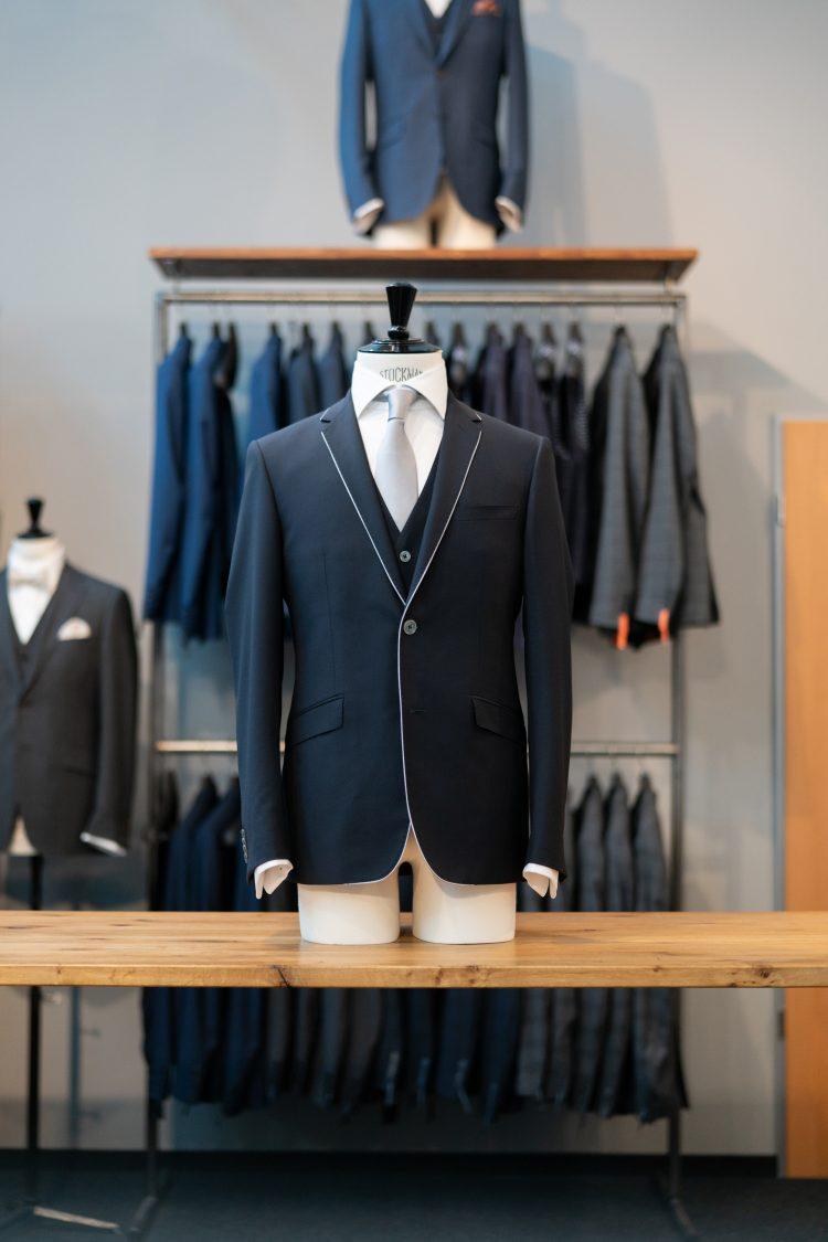 Bernhard |Dunkelblauer Anzug mit abgesetzter Naht