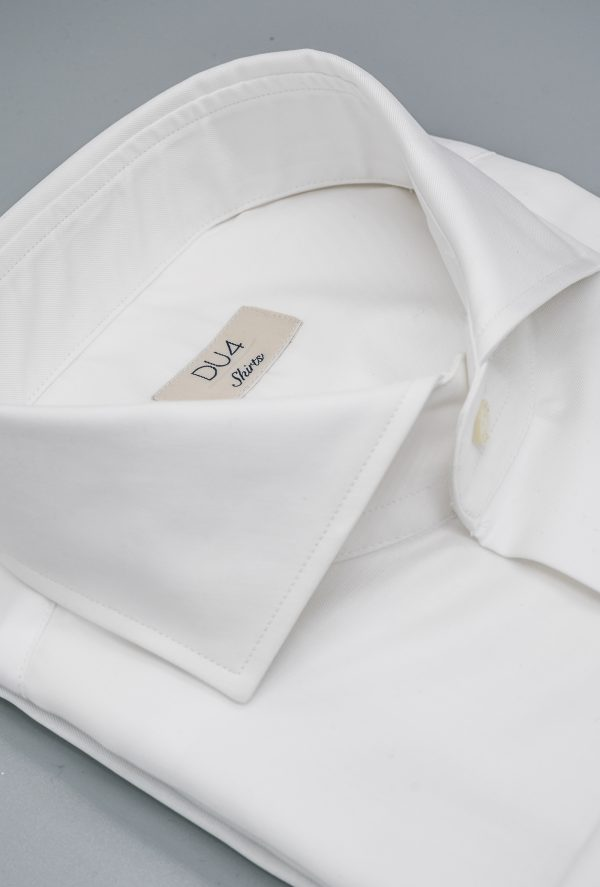 """Der Klassiker """"Henjo"""" in Weiß als Twill mit Umschlagmanschette"""