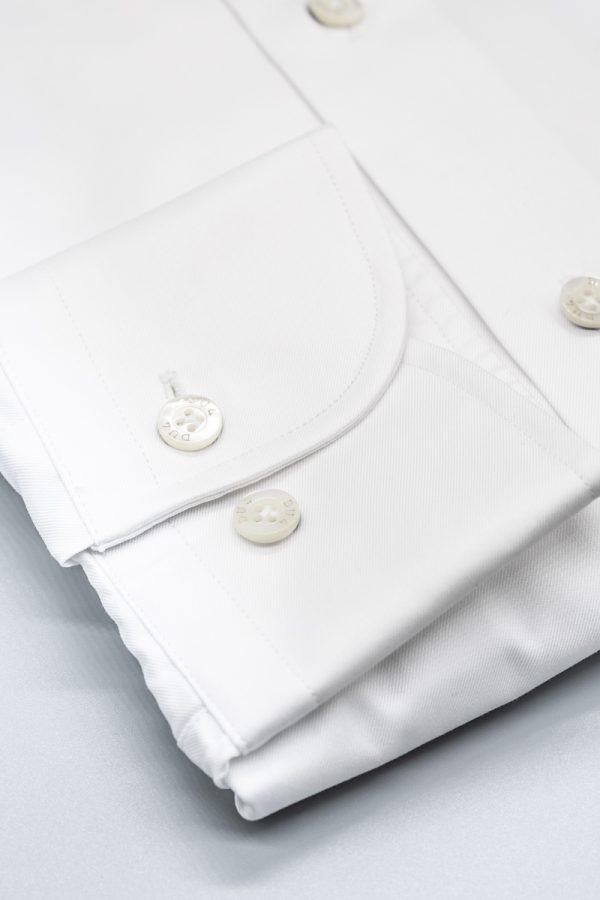 Klassisches Hemd in Weiß mit Sportmanschette und Nadelkragen