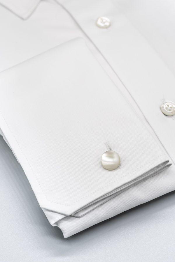 Klassisches Hemd in Weiß mit Umschlagmanschette und Nadelkragen