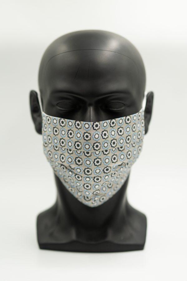 Mund- und Gesichtsmaske beige mit Blumenmuster und Falten