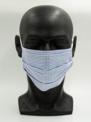 Mund- und Gesichtsmaske blau mit Karo-Muster und Falten