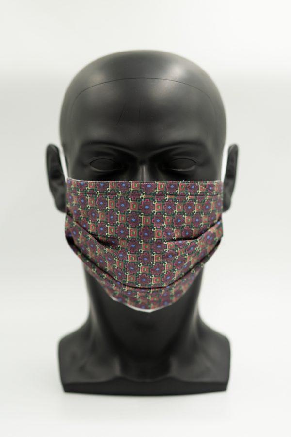 Mund- und Gesichtsmaske bunt gemustert mit Falten