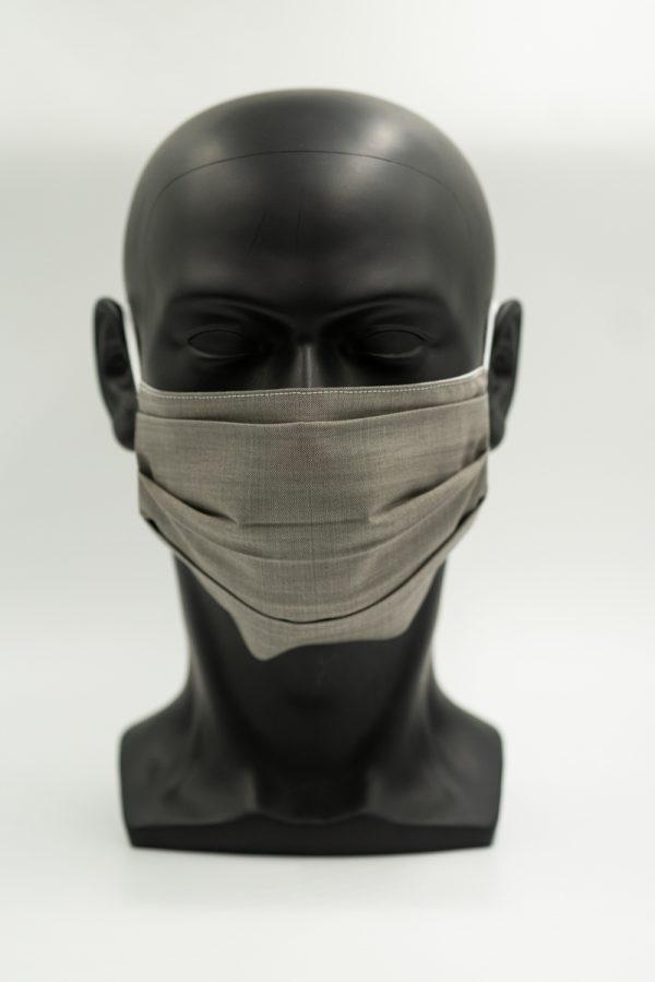 Mund- und Gesichtsmaske grau mit Falten