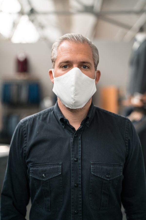 Mund- und Gesichtsmaske in weiß