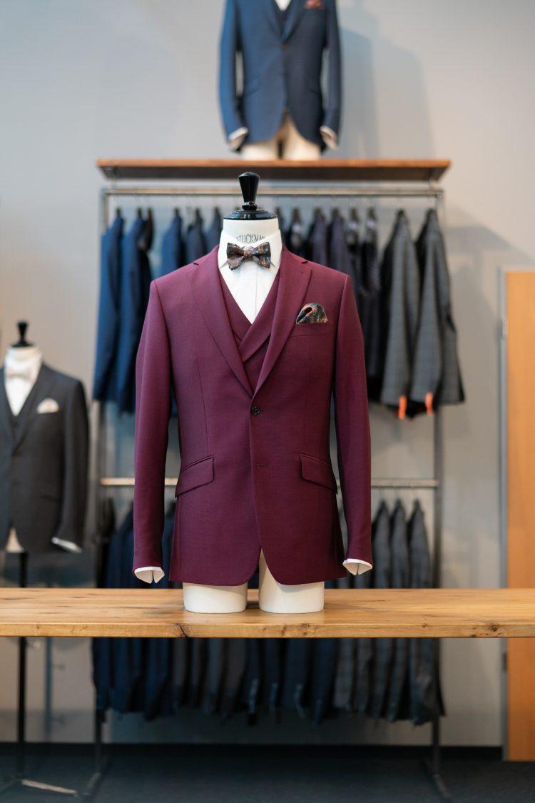 Roman | Roter Anzug