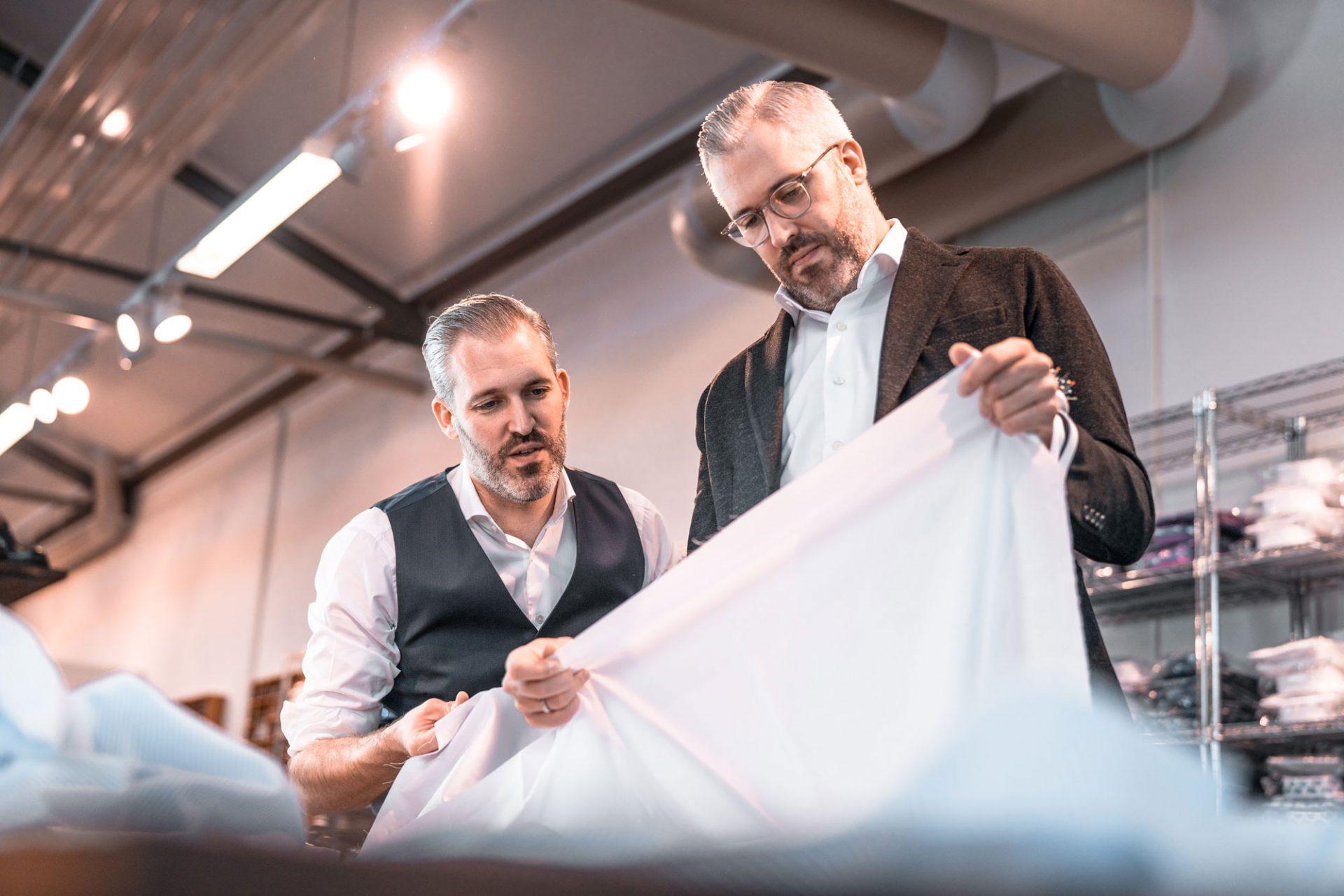 Emanuel & David sorgen für Hemdenqualität
